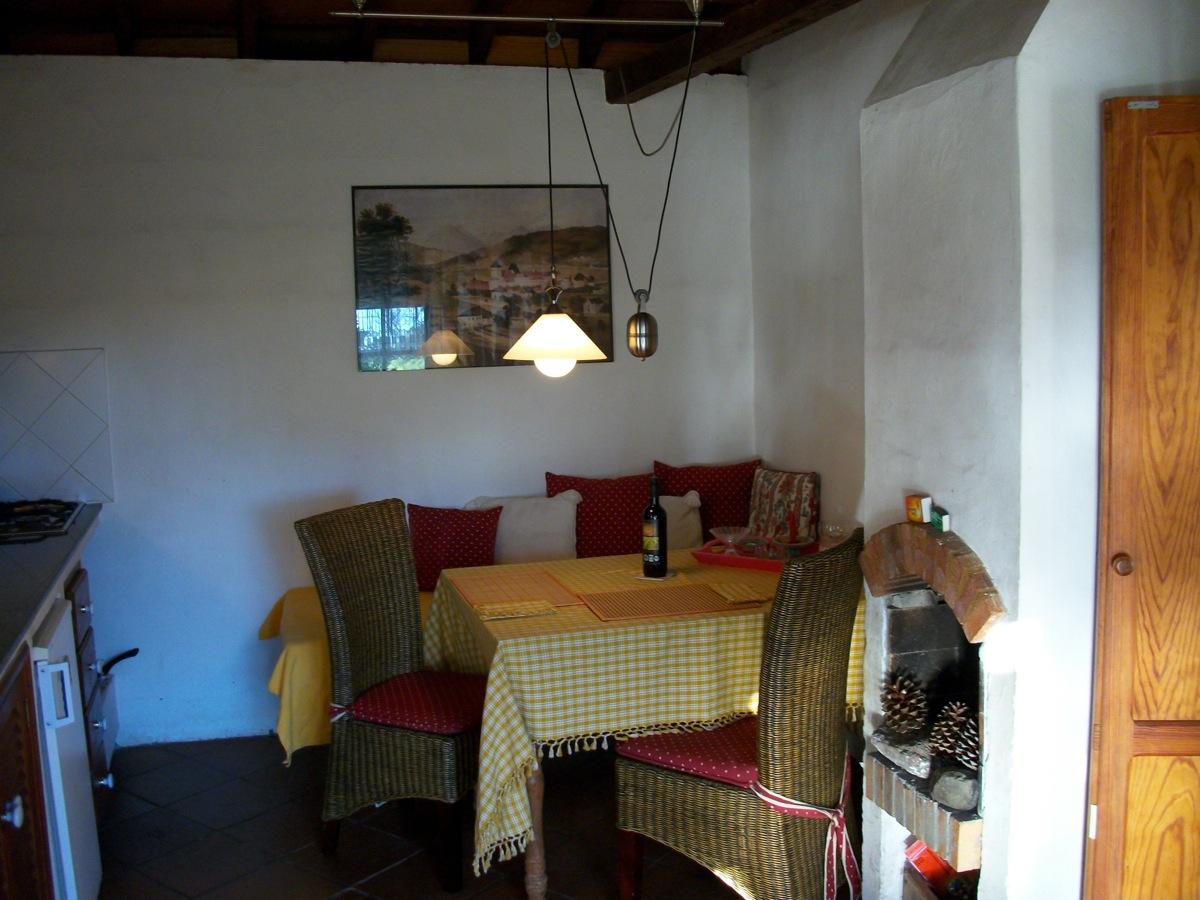 Wohnküche mit Bank zum Liegen