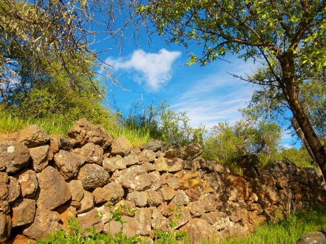 Uralte Natursteinmauer auf der Finca Garome